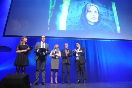 Kristin Solberg ble tildelt Internasjonal Reporters journalistpris under Skup-konferansen i Tønsberg. Prisvinneren befant seg i Damaskus, Syria, men takket for prisen i et telefonopptak som ble spilt av over lydanlegget. Foto: ENDRE ALSAKER-NØSTDAHL